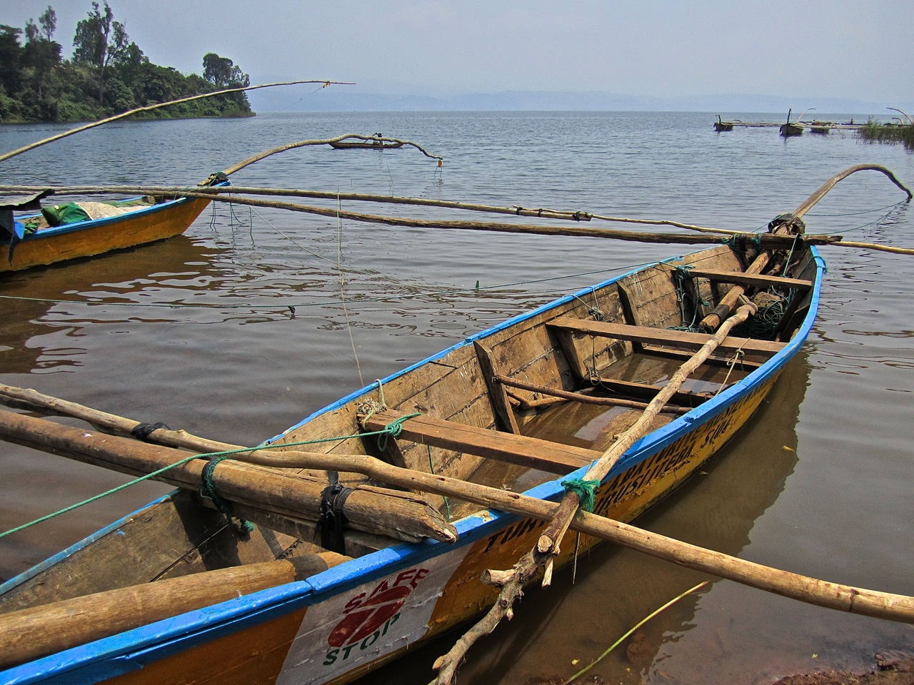 Lake kivu fishing boats enclos ure for Lake fishing boats