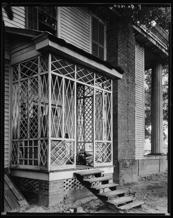 Latticework on side porch in Georgia, 1939 or 1944, by F.B. Johnston, Library of Congress/enclos*ure