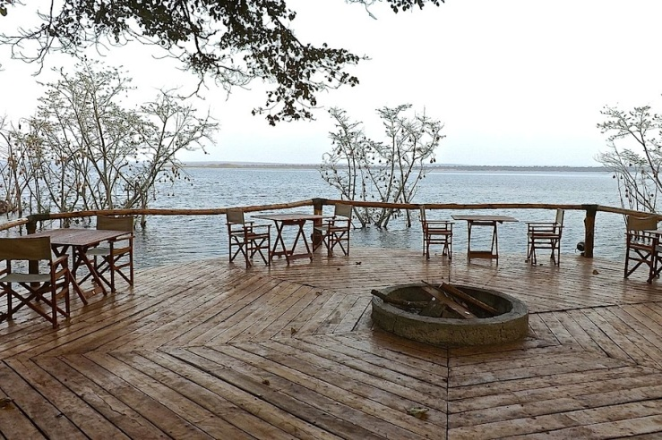 Lakeside eating area, Ruzizi Tented Lodge, Akagera National Park, Rwanda:enclos*ure