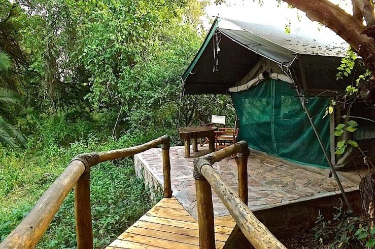Tent cabin, Ruzizi Tented Lodge, Akagera Natl. Park, Rwanda:enclos*ure