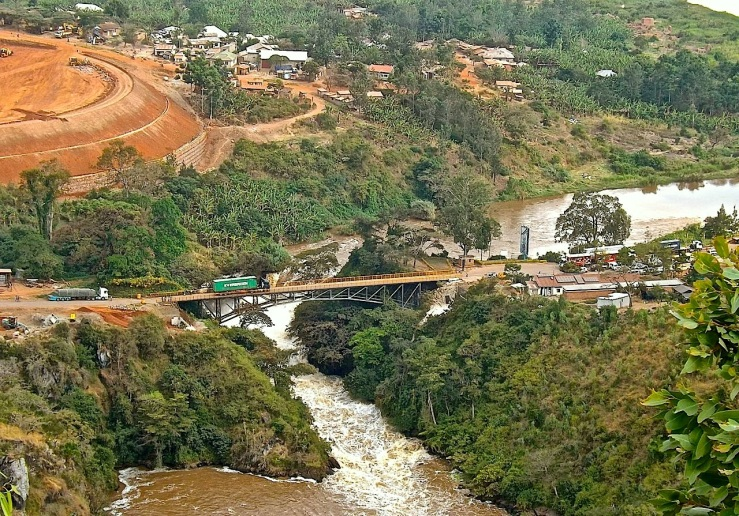 The bridge at Rusumo Falls, Rwanda:enclos*ure