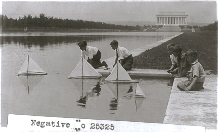 Children with sailboats on the Reflecting Pool, 1920s, Library of Congress/enclos*ure