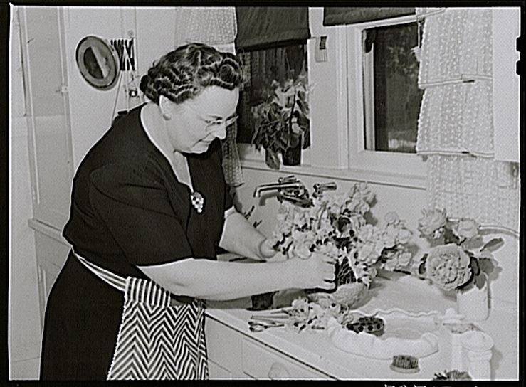 Arranging flowers, Turlock, CA, 1942, by Russell Lee, Library of Congress
