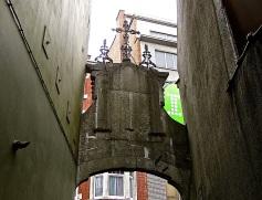 "The 1780 ""porch"" at the Rue Rempart des Moines entrance."