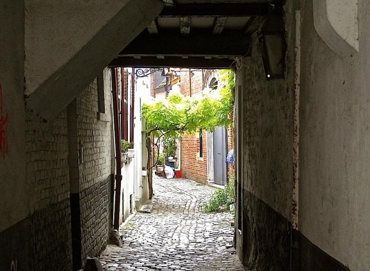 Leaving by the entrance on Rue de Flandre.