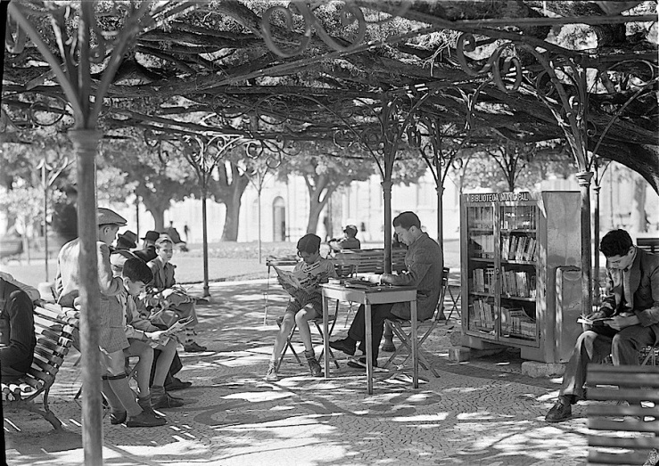 library-garden-Jardim-França-Borges-in-1949