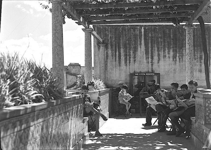 Library Garden Julio de Castilho, 3 the Mirador de Santa Luzia, in 1949.