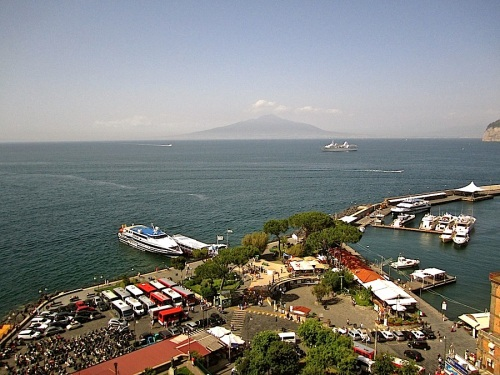 That's Mt. Vesuvius in the center.