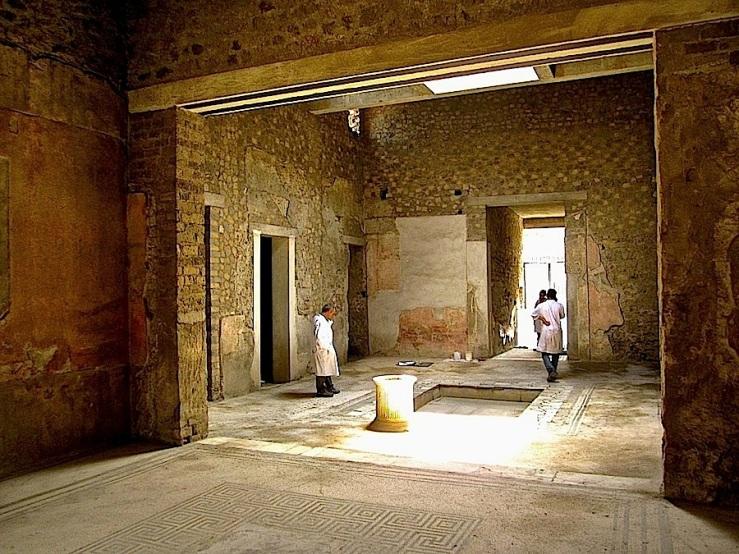 enclos*ure- Pompeii courtyard, Hse of the Tragic Poet