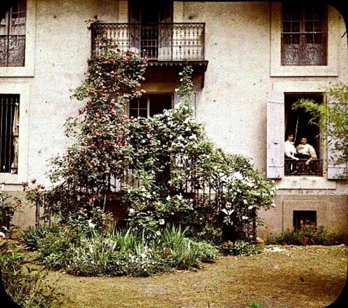 Balcon aux rosiers, chalet de E. Trutat, Foix, c. 1903, Library of Toulouse