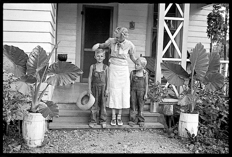 Porch, Dyess Colony, Arkansas, 1940, Library of Congress