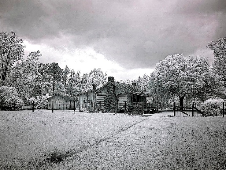 The approach, Chasley, Alabama, an infrared by C. Highsmith, 2010, Library of Congress