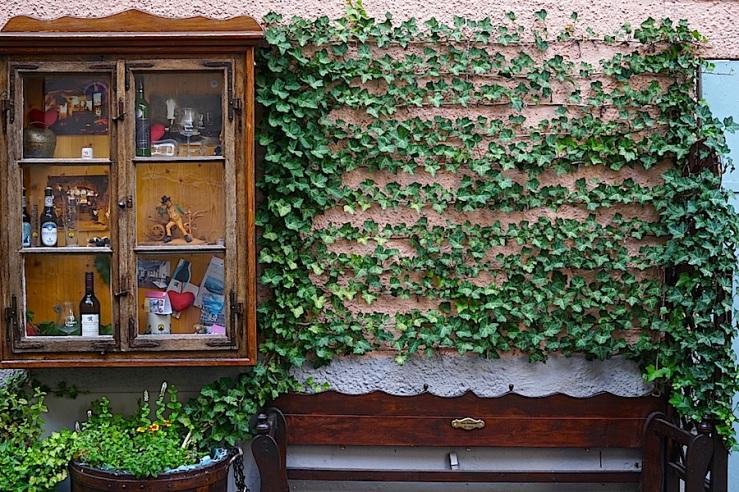 Esslingen, Germany, doorway seat and vitrine, by enclos*ure