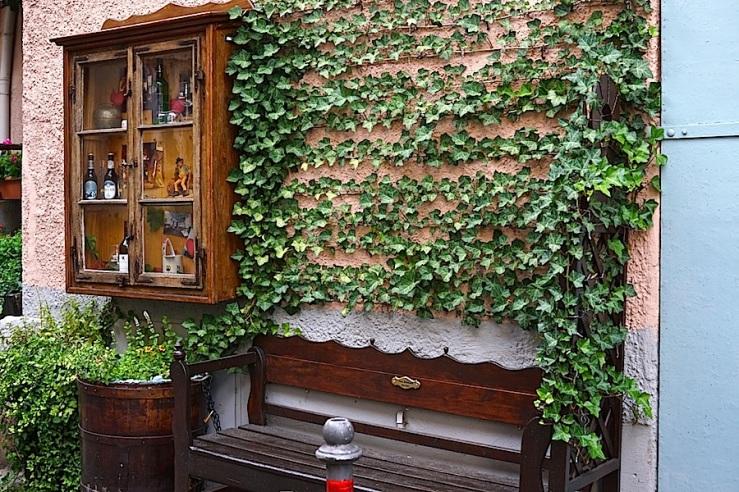 Esslingen, Germany, doorway seat, by enclos*ure