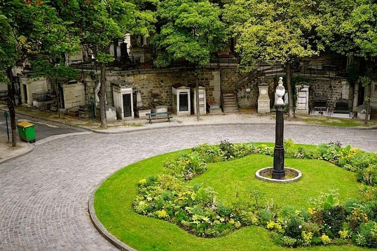 Montmartre Cemetery glimpse, Sept. 2015, by enclos*ur