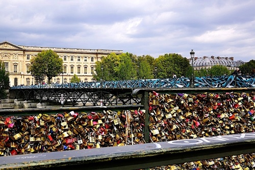 Pont des Arts 4, Paris, Sept 2015, enclos*ure