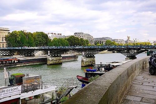 Pont des Arts, Paris, Sept 2015, enclos*ure