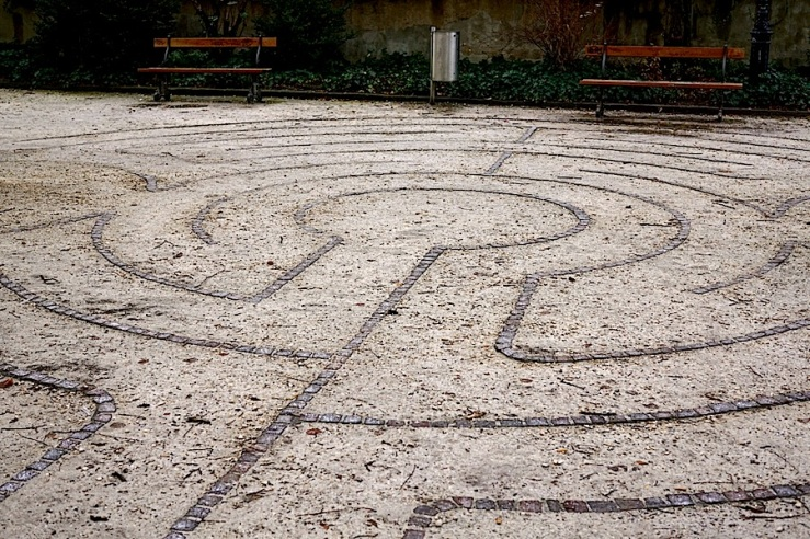 The labyrinth at Leonardskirchplatz, Basel, enclos*ure