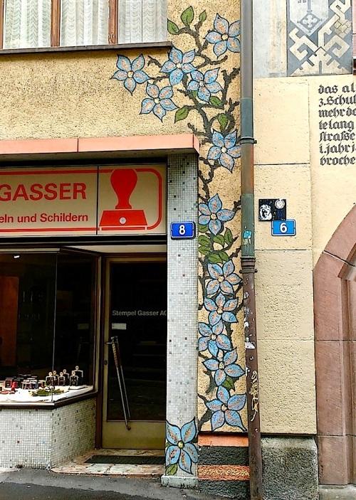Basel doorway4, Nov2015, enclos*ure