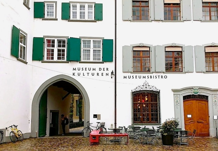 The entrance to the courtyard and museum on Munsterplatz.