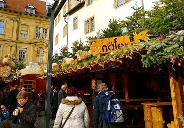 What's better than an early afternoon glühwein or, in my case, hot spiced wine with honey mead.