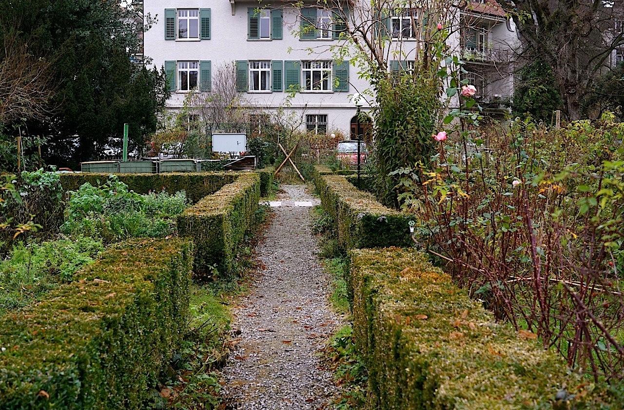 hotel garden – enclos*ure