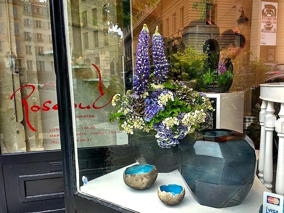 In A Vase On Monday Paris Enclosure