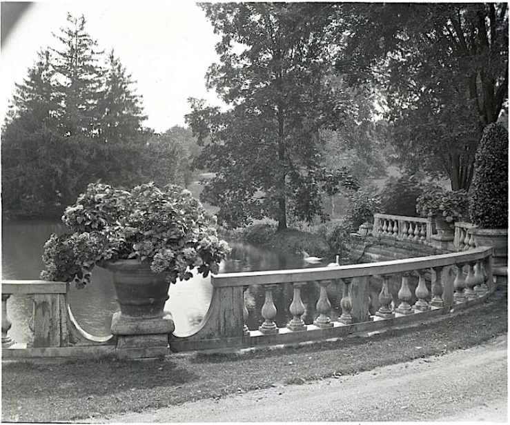 Thornedale urn, F.B. Johnston, Library of Congress