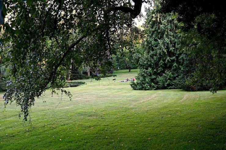 25a Hohenheim garden, Aug 23, 2016, enclos*ure