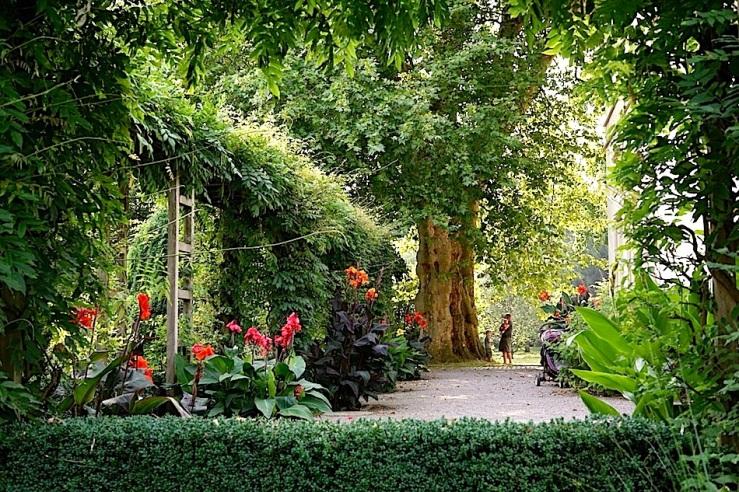 Hohenheim garden, Aug 23, 2016, enclos*ure