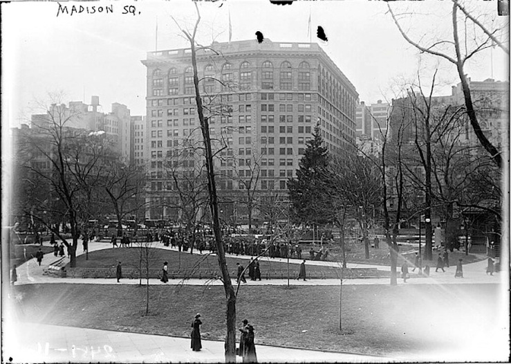 christmas-tree-4-madison-sq-garden-nyc-1913-bain-library-of-congress