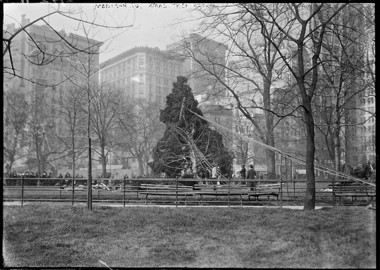 christmas-tree-madison-sq-garden-nyc-1913-bain-library-of-congress