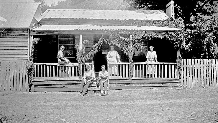 rae-family-home-christmas-1918-victoria-australia-via-museums-victoria