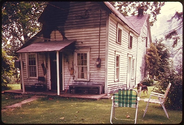 back-porch-barnesville-oh-1974-documerica-u-s-national-archives