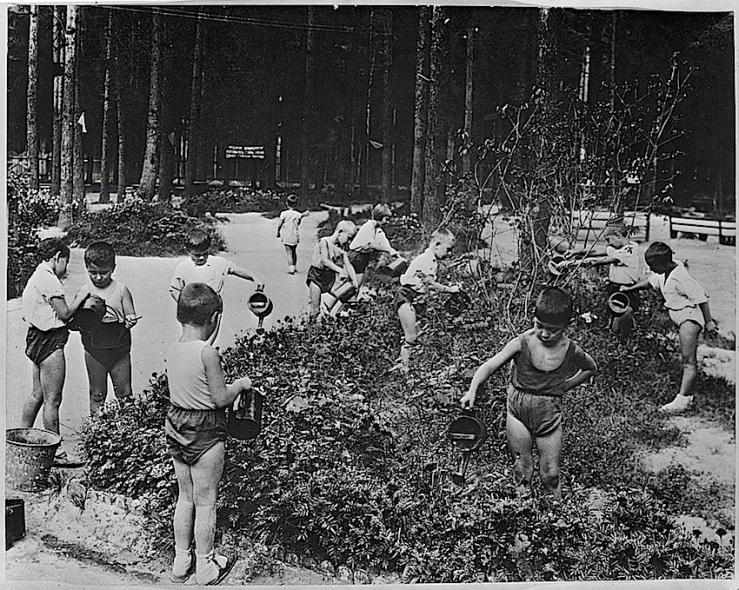 children-in-park-1930s-soviet-union-library-of-congress
