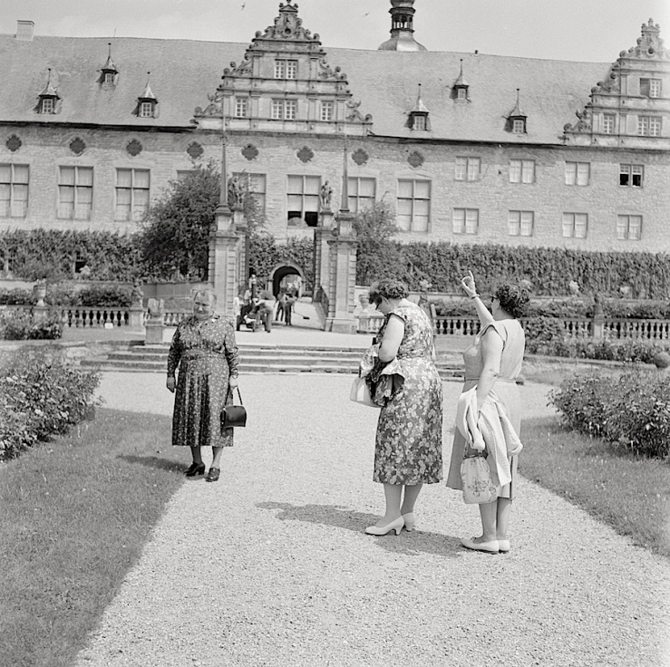 garden-visit-1950s-baden-wurtenburg-germany-nationaal-archiefs-netherlands