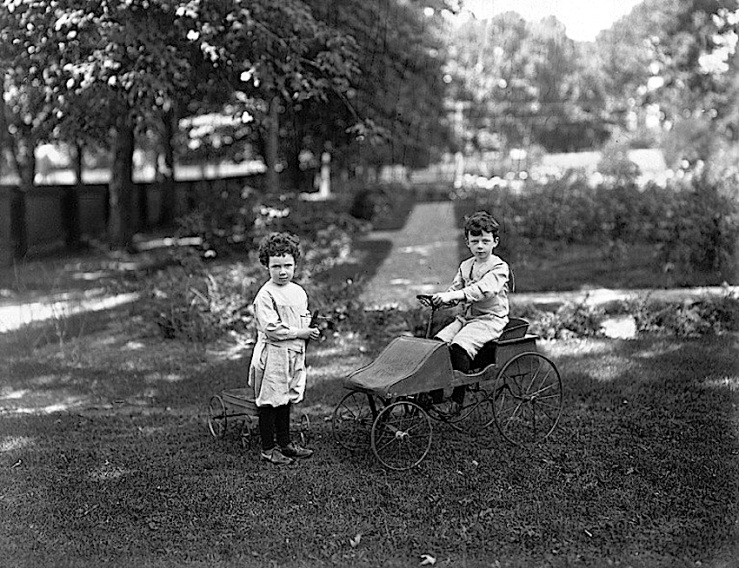 mrs-gordons-boys-1907-montreal-musee-mccord