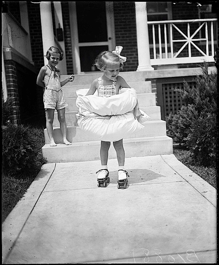 new-rollerskates-washdc-1936-harrisewing-library-of-congress