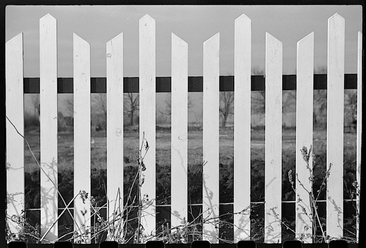 no-dakota-fence-j-vachon-1940-library-of-congress