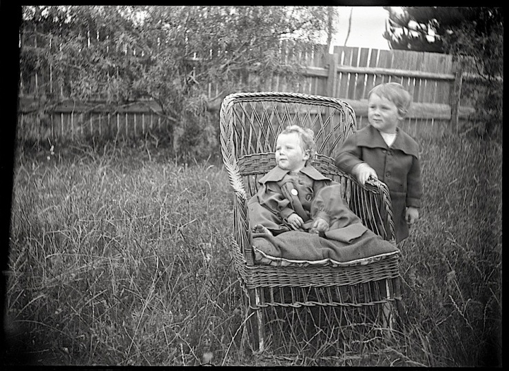 young-boy-w-baby-girl-1895-natl-library-of-australia