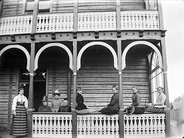 tonsasen-sanatorium-porch-ca-1890-by-carl-curman-valdres-norway-swedish-heritage-board